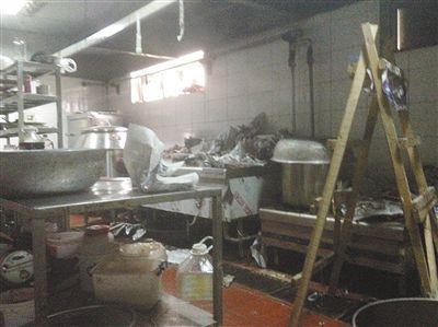 汉丽轩烤肉超市昌平店的后厨环境。