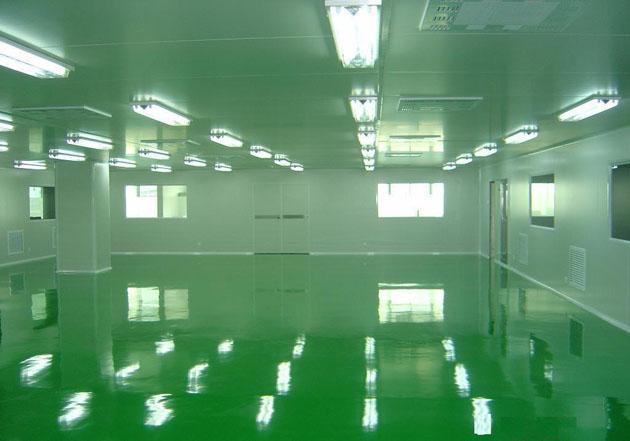 工作人员在进入洁净区前先要经过风淋室吹淋除尘后才能进入洁净区工作。