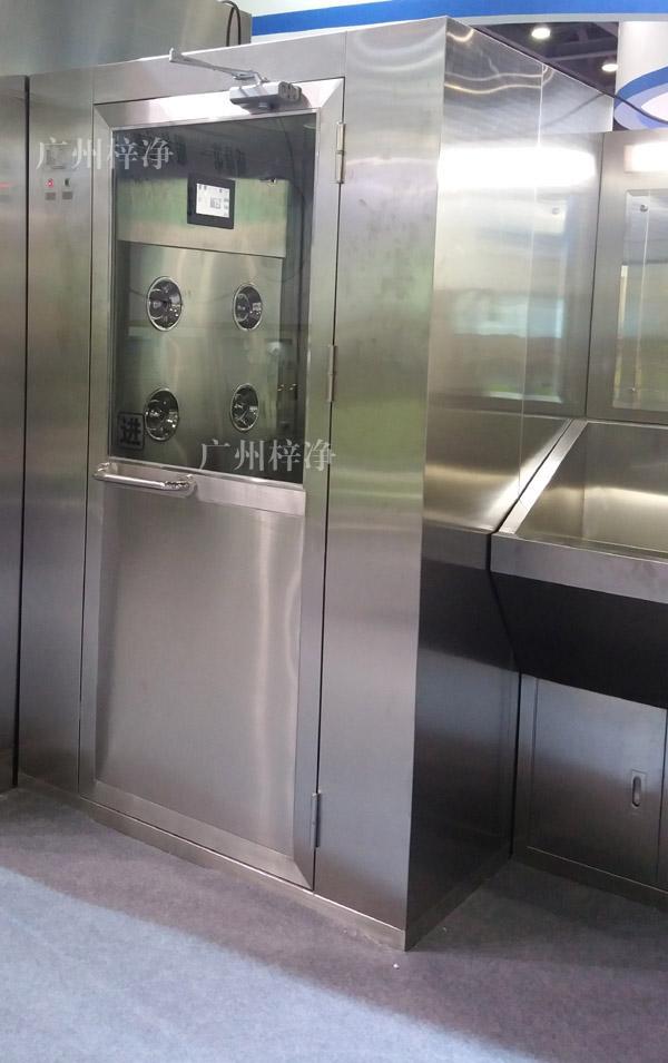 1300型风淋室采用304全不锈钢制作,不生锈,易清洁