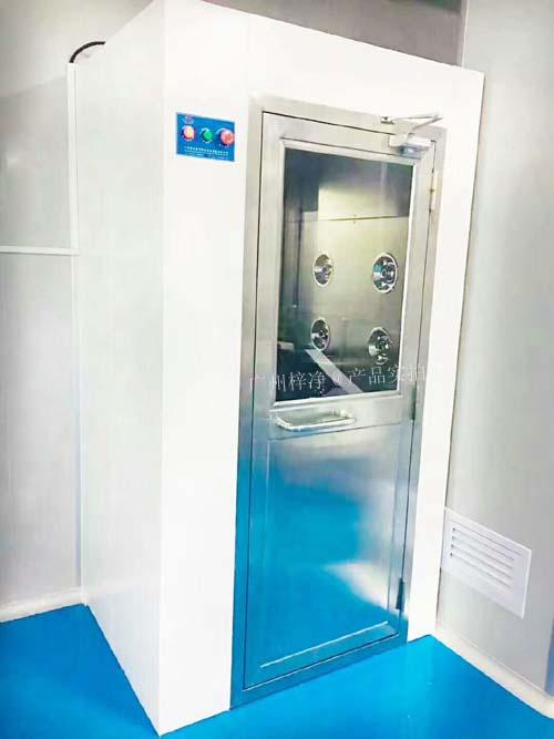 洁净风淋室主要shi为了除去比jiao粗大的尘埃ke粒